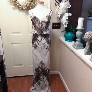 Chic Vince Camuto Gray & White Palm Frawn Maxi
